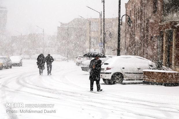 بارش شدید برف در اردبیل، ارتفاع برف در سرعین به 22 سانتیمتر رسید