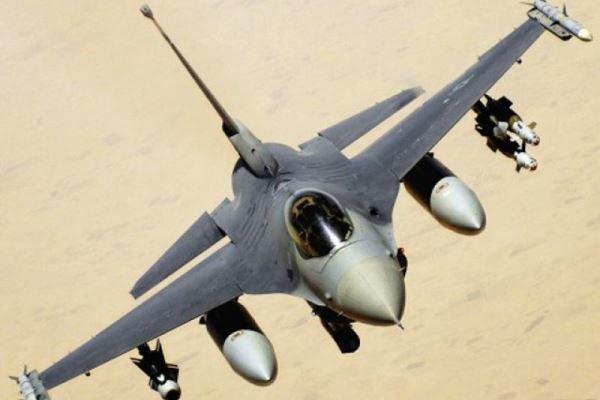 سقوط یک فروند جنگنده اف- 16 در کالیفرنیای آمریکا