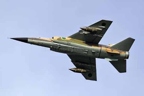 فرودگاه زواره در غرب لیبی برای اولین بار هدف حمله هوایی نهاده شد