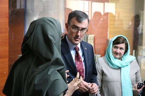 بازدید سفیر استرالیا از موزه مردم شناسی خلیج فارس بندرعباس