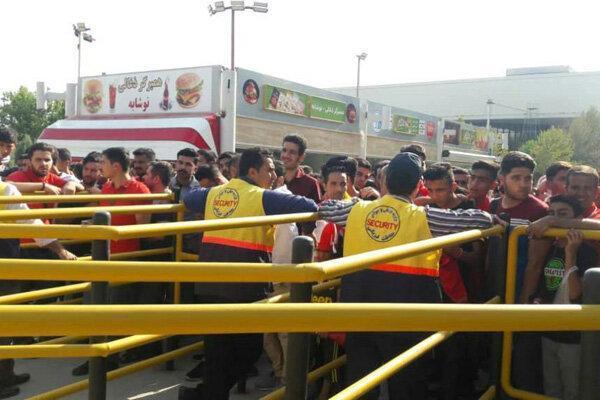 10 هزار نفر بدون بلیت الکترونیکی وارد ورزشگاه آزادی شدند!
