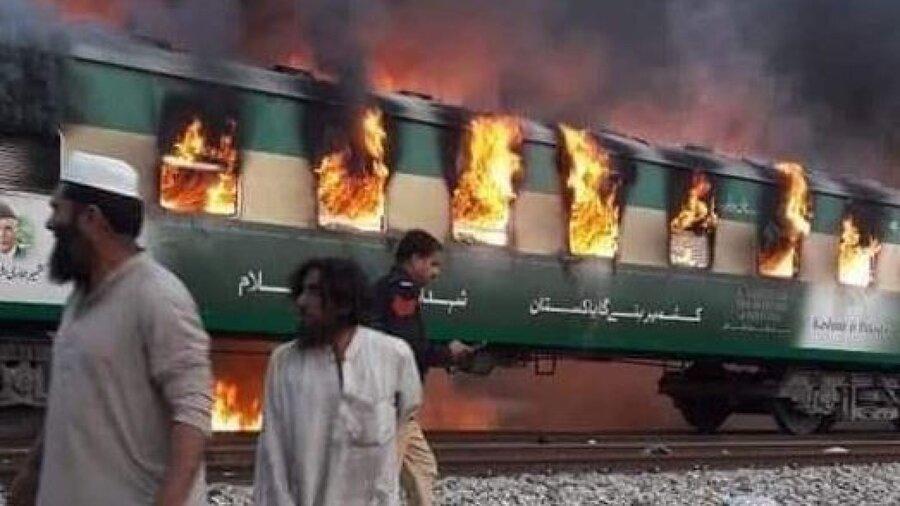 لحظه انفجار قطار مسافربری پاکستان ، بیش از 70 مسافر کشته شدند