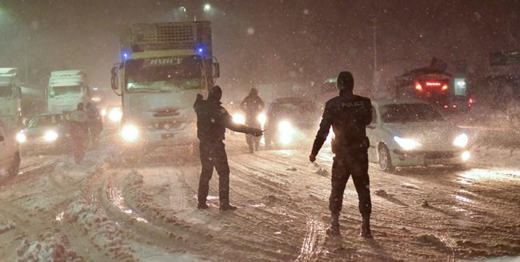 برف و کولاک هم به مبارزه با کرونا آمد