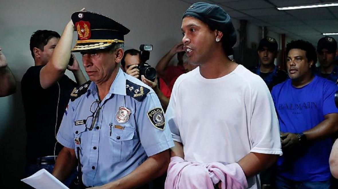 رونالدینیو پس از 5 ماه از زندان آزاد می گردد